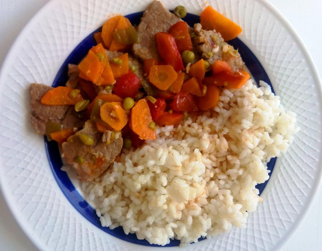Receta saludable ternera con verduras y arroz